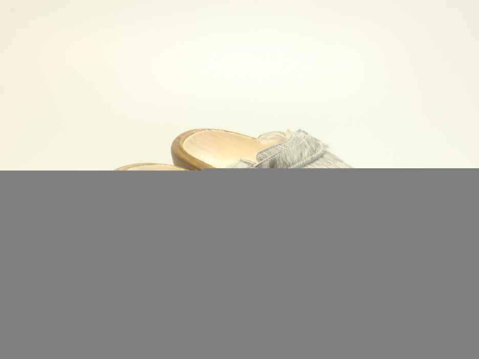 Holzschuh in Rindfell mit Schaffell gefüttert