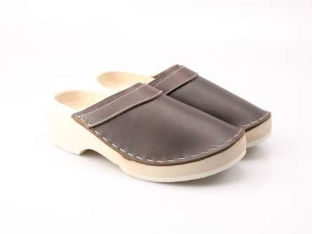 8fc740fbc6b6e9 wooden shoes in leather with fur inside