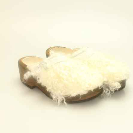 https://holzschuhe.at/en/shop/category/wooden-shoes-with-fur