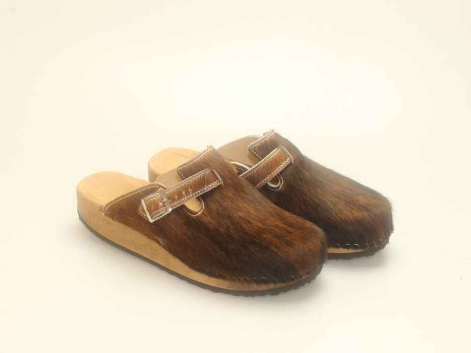 Clogs mit Keilsohle in Fell